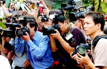 Truyền thông, báo chí và vấn đề bảo vệ, bảo đảm quyền con người ở Việt Nam hiện nay
