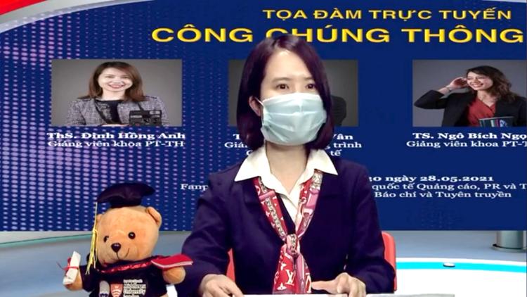 ThS Đinh Hồng Anh, giảng viên Khoa Phát thanh - Truyền hình trao đổi tại buổi Tọa đàm