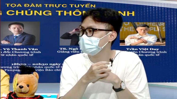 Trần Việt Duy, sinh viên Chương trình Cử nhân quốc tế chia sẻ tại buổi Tọa đàm