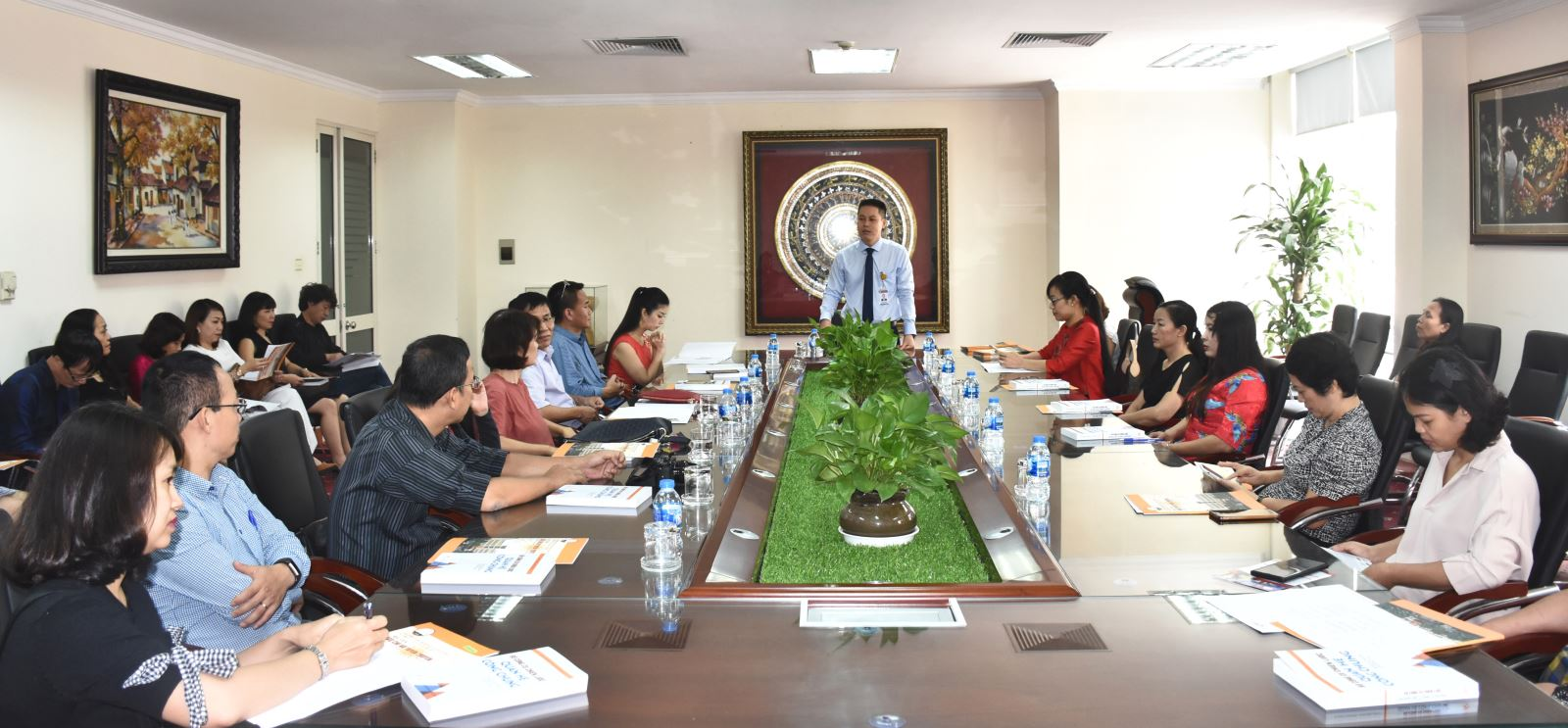 TS. Vũ Thanh Vân, Giám đốc chương trình gặp mặt, trao đổi với các phụ huynh vào đầu năm học mới